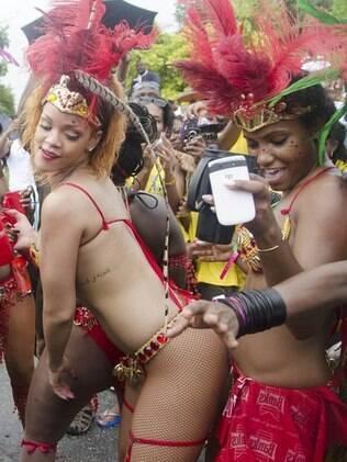 Rihanna no festival da colheita em Barbados