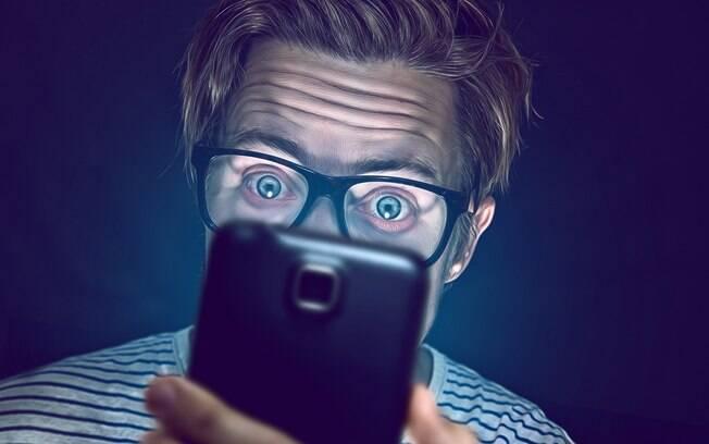Jovens estão mais propensos a sofrerem dores de cabeça em função da tela do smartphones