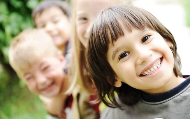 Para que uma criança seja feliz, os pais devem abrir mão de projetar seus desejos nelas