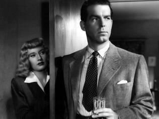 """Clássico. Barbara Stanwyck seduz e manipula o detetive vivido por Fred MacMurray em """"Pacto de Sangue""""."""