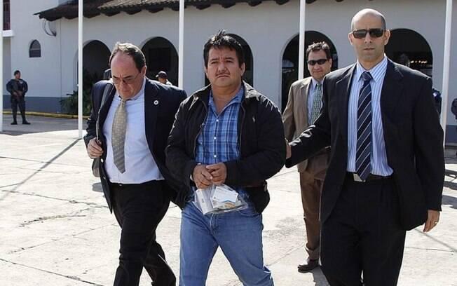 """Juan Alberto Ortiz López, conhecido por seu pseudônimo """"Chamalé"""", a caminho de ser extraditado para os Estados Unidos."""
