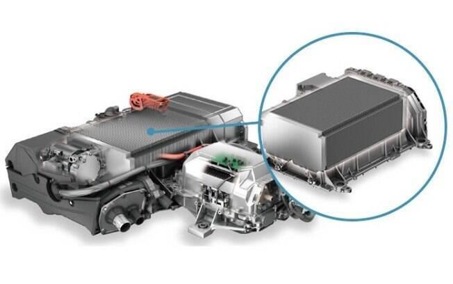 Para ajudar o motor quando se pede desempenho máximo, há também uma bateria reserva de 1,59 kWh
