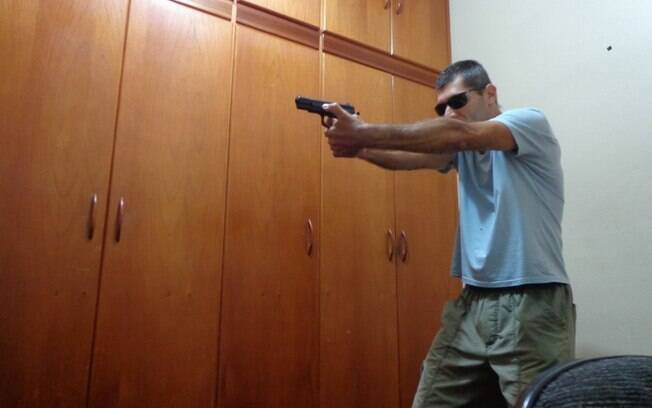 Polícia Civil também divulgou foto em que atirador de Campinas aparece posando com a mesma pistola usada na chacina da Catedral de Campinas