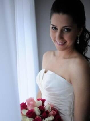 Angela Teodoro adiantou tudo pela internet e teve tempo de fazer as provas do vestido de noiva em Nova York, EUA