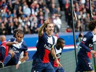 Ibrahimovic festejou o golaço que marcou, após receber passe de Lucas