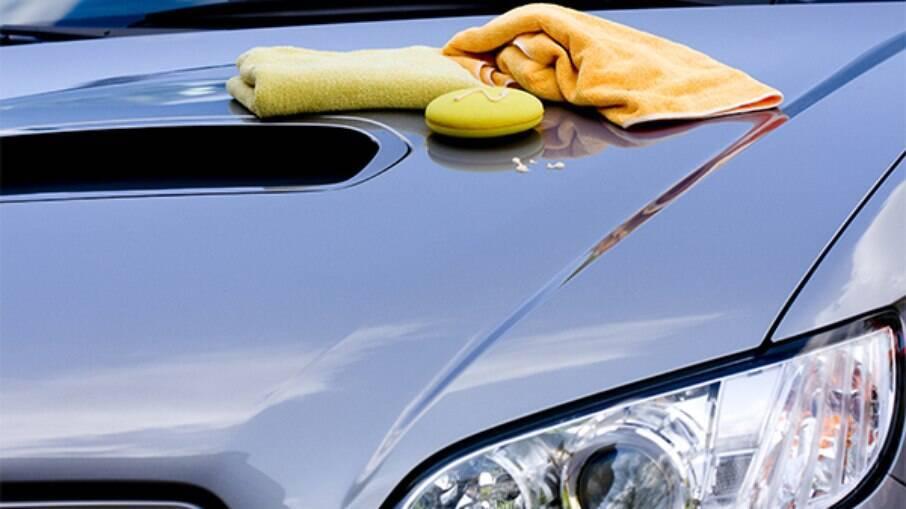 Limpeza deve ser feita com cuidado e paciência para preserva o veículo em uma possível valorização na hora de vendê-lo