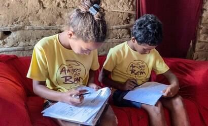 ONGs acolhem estudantes que deixaram a escola na pandemia