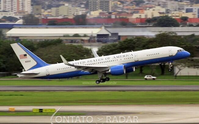 Boeing 757 da USAF visita o Brasil mais uma vez