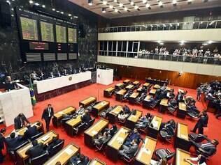 Votação. Depois de aprovarem o projeto de resolução, deputados concluíram a redação final