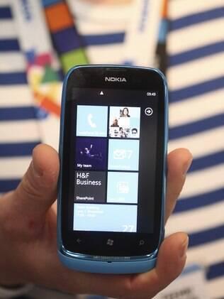 Lumia 610, da Nokia, é aposta em Windows Phone com preço mais baixo