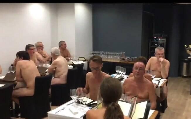 A ideia de aliar nudez e gastronomia já havia sido explorada na França em 2017 por Mike e Stephane Saada, do O'Naturel