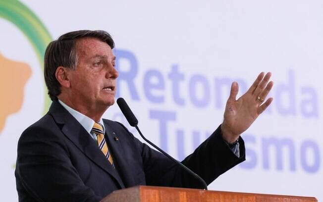Bolsonaro prometeu vacinar toda a população gratuitamente, mas plano de imunização do Ministério da Saúde ainda não é sólido