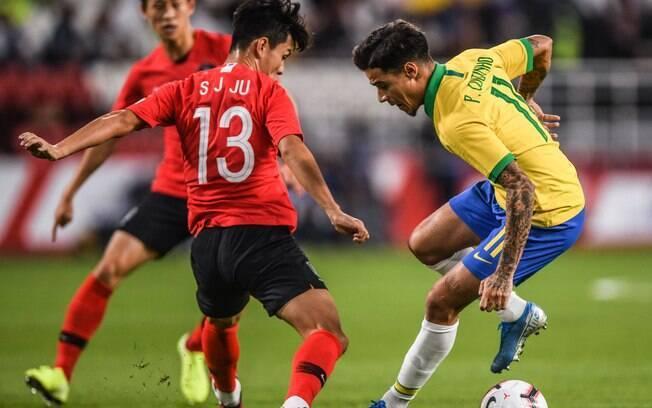 Philippe Coutinho em ação pelo Brasil contra a Coreia do Sul