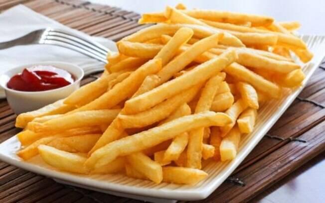 Deliciosas e perigosas: alimentos gordurosos, como a batata frita, podem prejudicar o desempenho sexual