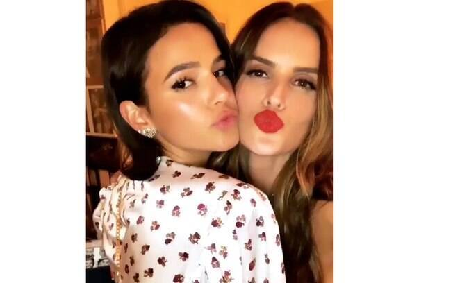 Bruna Marquezine e Izabel Goulart na festa surpresa da top model