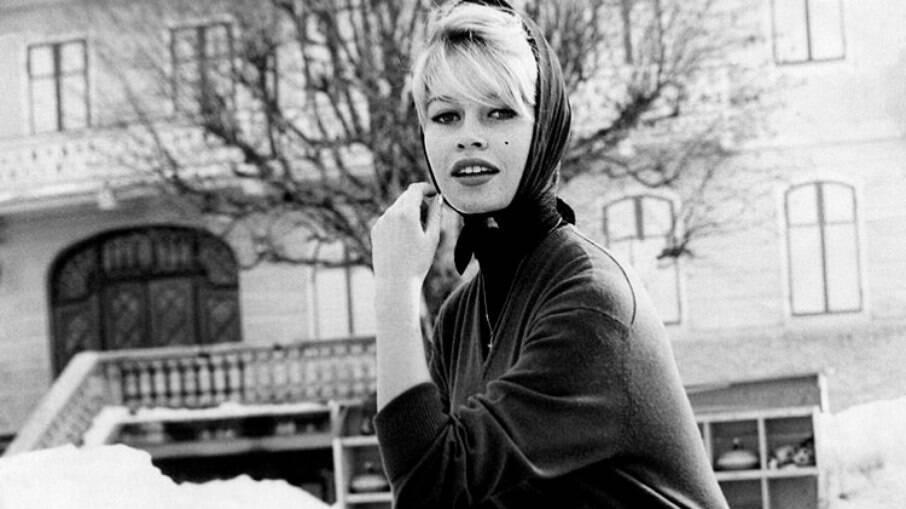Brigitte Bardot, que teve câncer de mama, tinha os lenços como marca pessoal