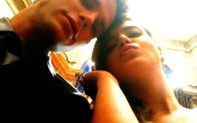 Jonatas Faro e Giovanna Lancelotti em foto nos bastidores das gravações da novela