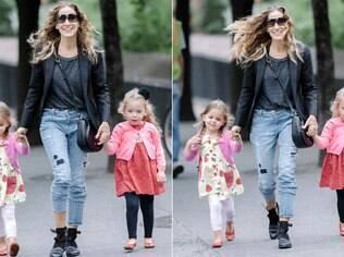 Sarah Jessica Parker passeia com as gêmeas em NY
