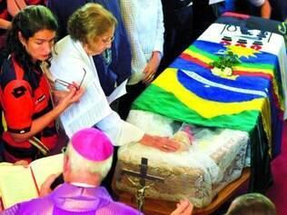 Adeus. Cerimônia ocorreu na sede do governo pernambucano, onde escritor foi enterrado ontem
