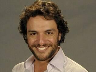 O ator Rodrigo Lombardi conquistou no consultório o seu sorriso de galã