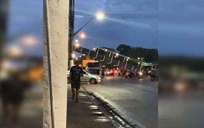 Caminhão derruba passarela no Pará