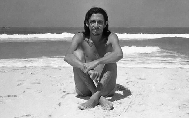 O poeta Torquato Neto ganha documentário. Filme está em cartaz nos cinemas brasileiros