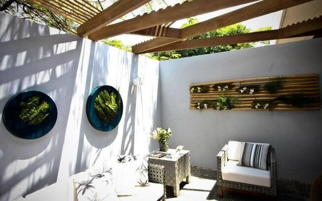 grades madeira jardim: círculo de madeira pintada. Foto: Guilherme Lara Campos / Fotoarena