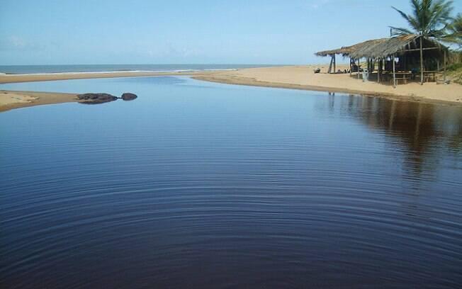 O vilarejo de Itaúnas (ES) é terra do forró, das muitas dunas, do mar refrescante e vila simples