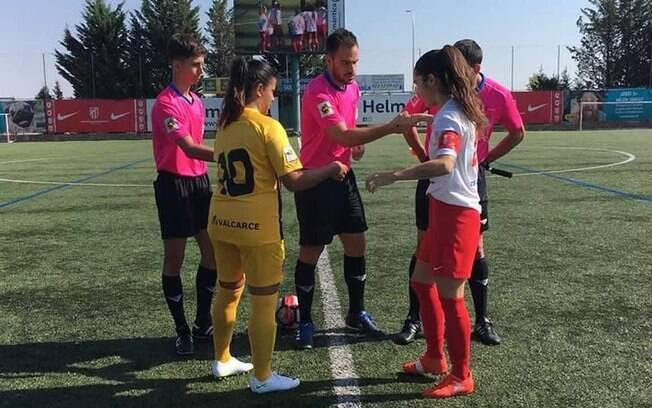 Árbitro tem atitude machista em campo durante partida feminina na Espanha