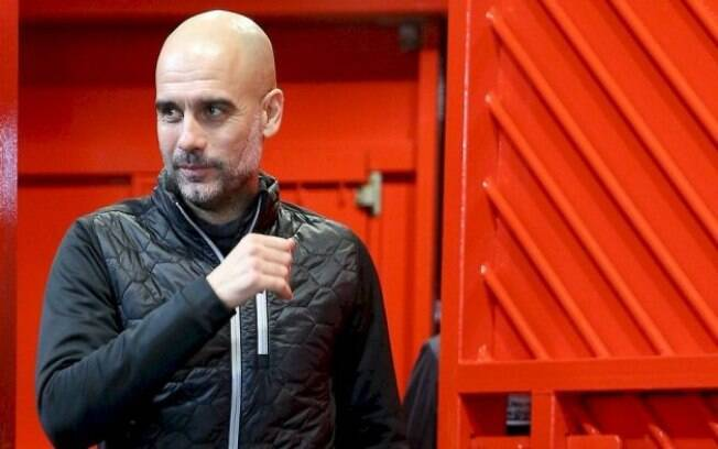 O treinador espanhol do Manchester City Pep Guardiola que já teria gasto R$ 2,5 mi para reparar sua imperícia ao dirigir