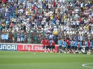 Jogadores foram bem recebidos por bom público durante treinamento na Arena do Jacaré