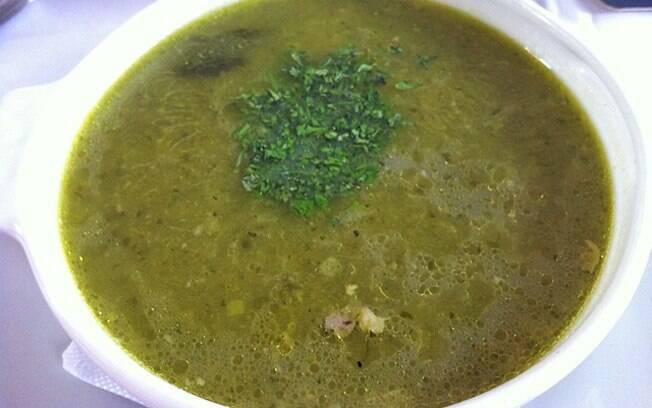 Sancocho, a sopa tradicional colombiana com carne e legumes, é consumida até no café da manhã