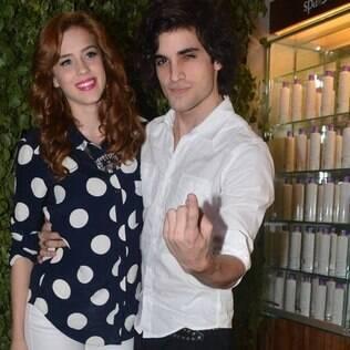 Fiuk se encontra com a namorada, Sophia Abrahão, em evento