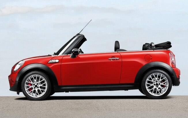 Mini Cooper S Cabrio é uma boa opção entre os conversíveis seminovos. Prepare a coluna, pois a suspensão é rígida
