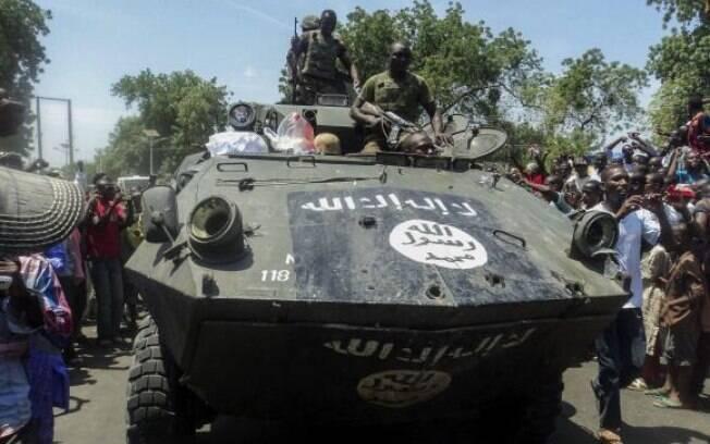 A operação de dois dias para libertar Monguno e dez outras comunidades  destruiu um esconderijo de equipamento, armas e munições, diz Exército nigeriano