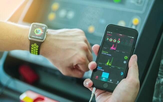 A tecnologia permite que a pessoa faz vários tipos de monitoramentos durante a prática de exercícios físicos