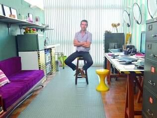 Adaptado. Ricardo Bruner disse que morar em espaço menor facilita na organização e na limpeza e manutenção do apartamento