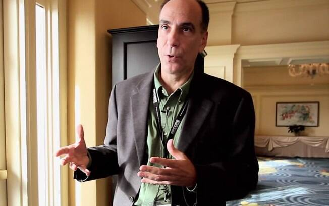 Richard Terrile durante entrevista para rede de televisão nos EUA (2010)