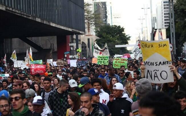 Ano a ano, diversas cidades brasileiras registram milhares nas ruas pedindo a liberação da droga