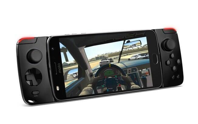 Moto Snap Gamepad será comercializado em conjunto com o Moto Z2 Play, com preço sugerido de R$ 2.499
