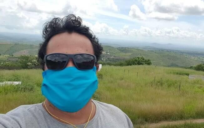 Tanto no aeroporto, quanto nos destinos, Israel utilizou máscaras para se proteger da doença