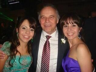 Evaldo Ulinski com as filhas Fernanda e Francielle