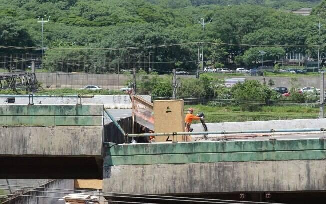 Trecho do viaduto da Marginal Pinheiros tombou na madrugada do dia 15 de novembro