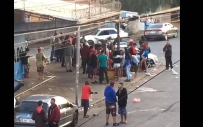 Vídeo mostra aglomeração em rua do bairro Vida Nova.