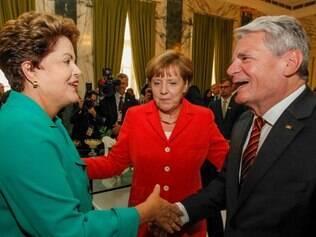 Presidenta Dilma Rousseff cumprimenta o Presidente da Alemanha, Joachin Gauk durante almoço em homenagem aos Chefes de Estado e de Governo participantes do encerramento da Copa do Mundo FIFA 2014. (Rio de Janeiro - RJ, 13/07/2014) Foto: Roberto Stuckert Filho/PR