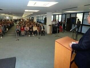 Governador anunciou nesta quarta-feira (4) a entrega de 2.900 tablets