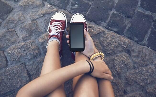 Como impor regras para os filhos usarem o celular? Mãe escreve contrato e faz sucesso com a ideia