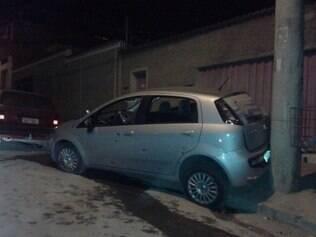 Após troca de tiros, veículo foi recuperado e um bandido preso