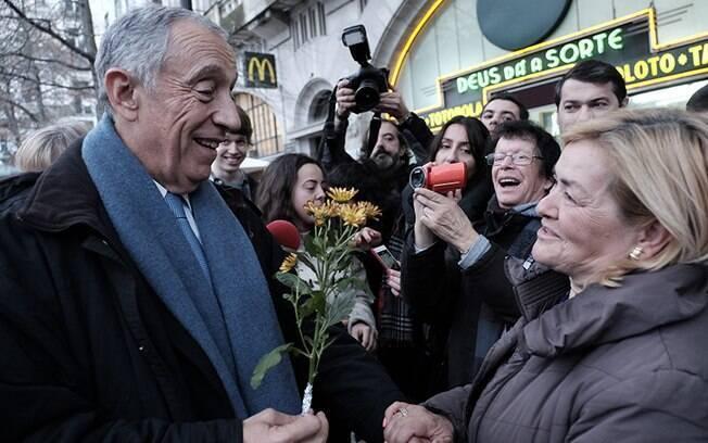 Marcelo Rebelo de Sousa, candidato de centro-direita, é favorito na eleição presidencial