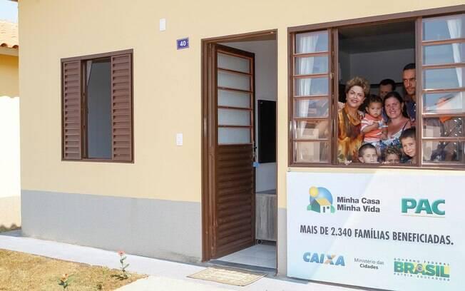 Dilma deve participar de inaugurações do Minha Casa, Minha Vida para melhorar imagem e aumentar a aceitação popular